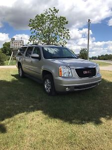 GMC Yukon XL SLT 4x4 8 pass