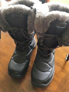 UGG Adirondack Winter Boots - Size 8