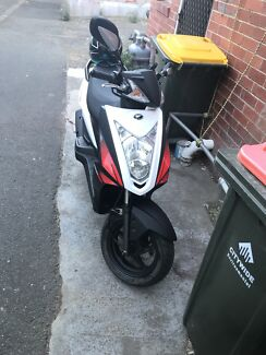 Selling scooter with helmet kymco scooter 125c