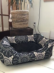 Beautiful cat/small dog bed