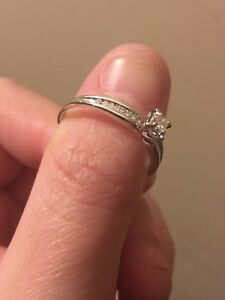 Shiny White Gold Diamond Ring