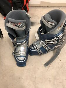 Women's Nordic's Ski Boots size 8 (295 mm) with Boot bag