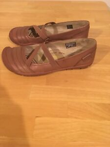 Women size 10 Keen shoes