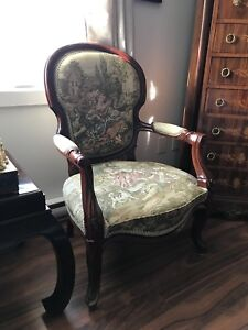 CHAISE ANTIQUE  LOUIS XV 160$