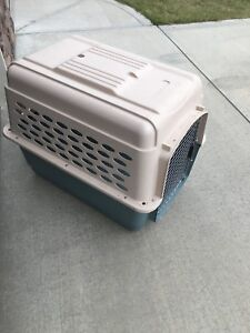 Dog or cat crate / kennel