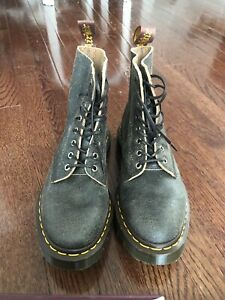 Dr. Martens boots, Unisex, brand new!