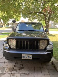 BLACK JEEP LIBERTY 2009
