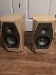 Infinity IL 10 Bookshelf Speakers