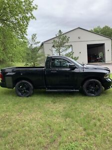 2015 Dodge Ram 1500 short box black out