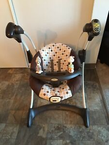 Graco Soothing Vibration Baby Swing