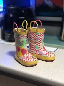 Toddler's rainboots Size 4 WITH LIGHTS