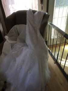 Robe de marié négociable, jamais porté.