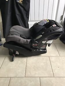 Britax B Safe baby seat with base and Bob stroller combo