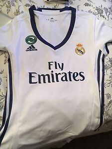 Non Authentic Real Madrid Jersey  Cambridge Kitchener Area image 2