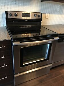 Whirlpool free standing 30 inch electric Range/Stove