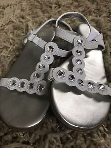 Smart fit silver white sandals