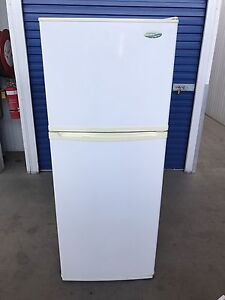 Westinghouse 392L Fridge/Freezer frost free (Delivery Available) Brompton Charles Sturt Area Preview