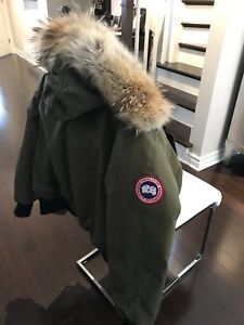 Canada goose khaki- women's medium