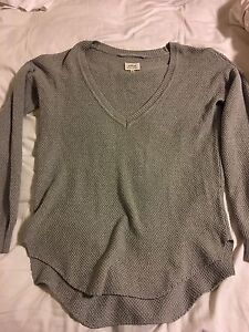 Aritzia Wilfred sweater size small