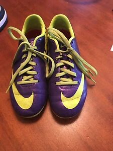 Boys or Girls size 1 soccer cleats