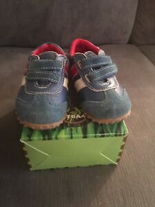 Outback's brand toddler shoes size 7
