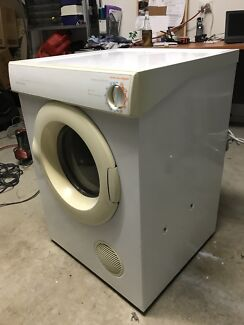 Fisher & Paykel 5.5 kg Duel care Dryer Excellent Condition