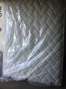 Queen Mattress & Boxspring! Great Condition! FREE Delivery!