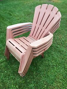 4 plastic outdoor chairs