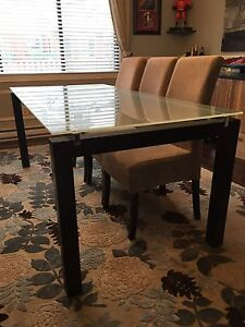 Dining room table from structube