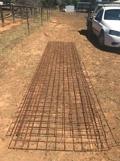 Mesh fencing, dog pen / pig pen / horse yard / sheep panels