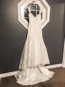 Unworn unaltered Alfred Angelo size 4 wedding dress