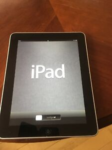 iPad, 1st gen., 32 GB with compatible Apple keyboard