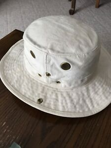 Safari Hat Size M. ( 7 1/8 ) $18 Firm