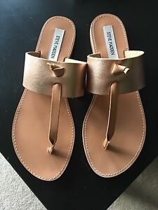 STEVE MADDEN OLIVIA ROSE GOLD SANDALS-LIKE BRAND NEW!