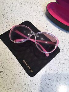 Women's sunglasses video by Vitoria secret