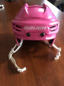 Casque Bauer rose grandeur ajustable (patin/ hockey)