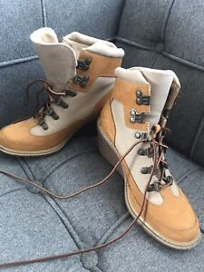 Women's laced timberland boots size 7
