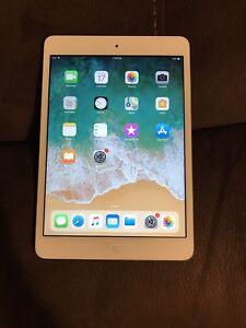 Apple iPad mini 2 / 32 gigabytes latest iOS 12