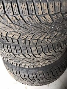 4 très bon pneus 215-65R16