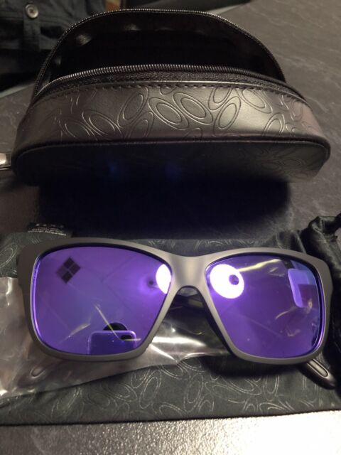 d5fb529373 Oakley Women s Hold On Sunglasses BRAND NEW