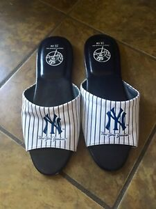 New York Yankees sandals. Approx size 9-10