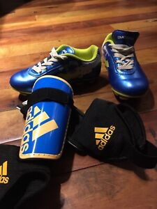 Size 11T soccer cleats & chin pads