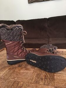 Brand new Columbia winter boots, women's size 9