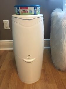 Diaper genie and new refill