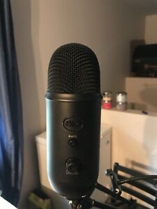 Blackout BLUE YETI microphone with booming arm and webcam