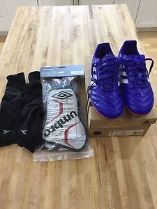 Soccer cleats, shin guards and socks sz 5