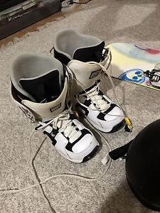 K2 world wide weapon snowboard + boots + goggles + helmet