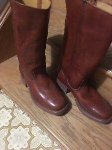 LEVIS BROWN LEATHER BOOTS 9 1/2 cowboy