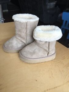Size 5 Toddler ugg style boots