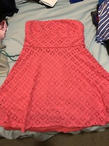 Le Chateau woman's strapless dress only worn once !